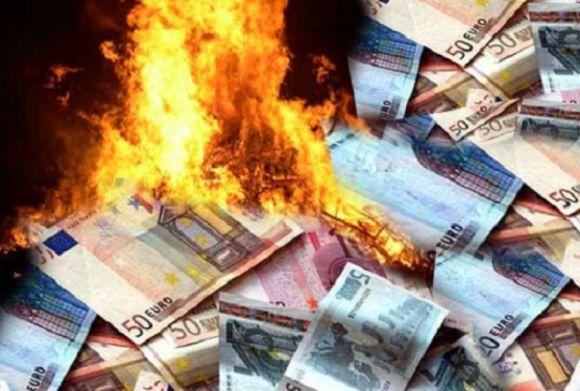 euro-soldi-bruciati